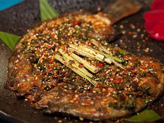 藏云兰纳:香茅草烤罗非鱼巴西龟卵的形状图片