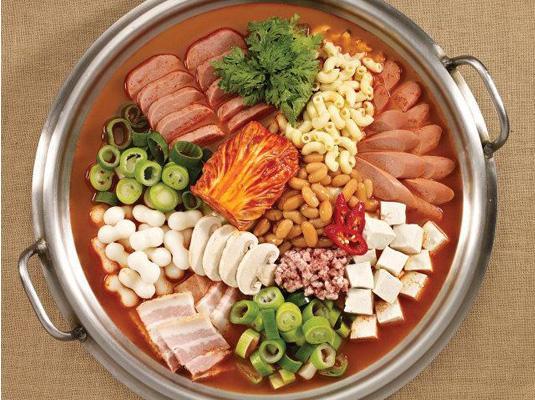 请问韩国的年糕火锅和部队火锅的区别是什么?