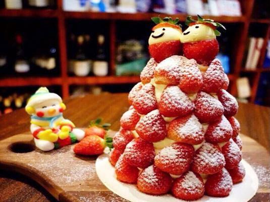 价格:195元 地址:多家分店   圣诞节当然不可错过草莓圣诞甜品,今年图片