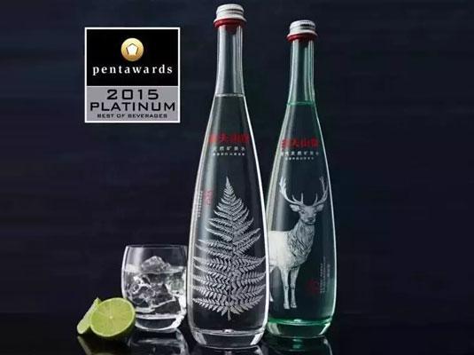 高端农夫山泉玻璃瓶装天然矿泉水