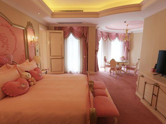 银润锦江城堡酒店突出欧式城堡特色,坚持五星级服务,融入时尚动漫