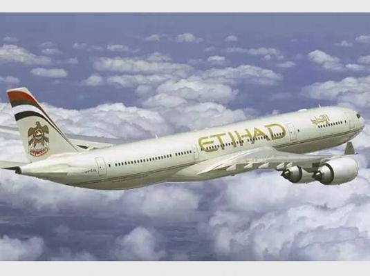 """坐飞机头等舱出国旅游不仅是最快速的一种形式,更是一种""""炫富""""的手段!"""