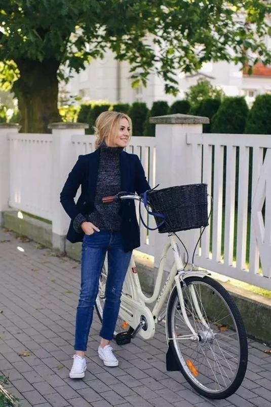 韩情雪flash女生骑单车动态素材
