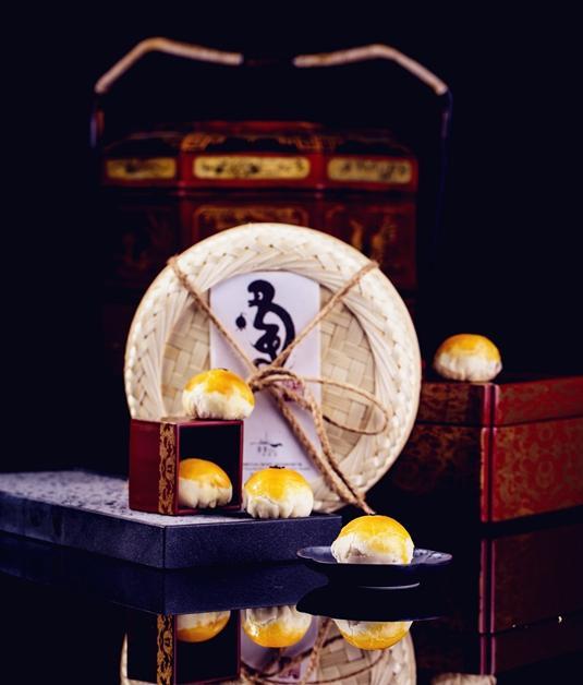上海万达瑞华酒店手工榨菜鲜肉月饼与瑞华双月月饼礼盒强势出击