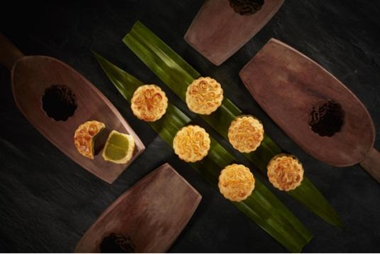 上海半岛酒店呈献中秋美馔 上海首家米其林二星手工月饼