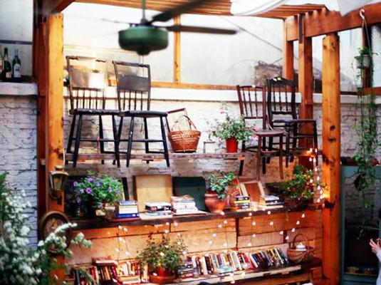 小小花园是一家欧式田园风格的咖啡店很适合全家聚餐或下午茶.