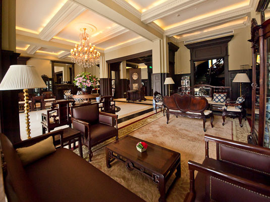 半岛酒店大堂茶座推出的优雅下午茶套餐,颇符合天秤座的胃口,无论是