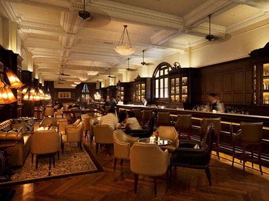上海半岛酒店以其奢华气质,一流服务以及令人惊叹的外滩美景而闻名