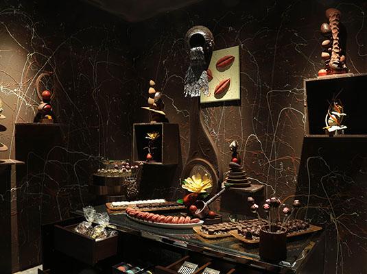 奖品包括:入住上海半岛酒店一晚,在半岛酒店大堂悠闲享用下午茶时光