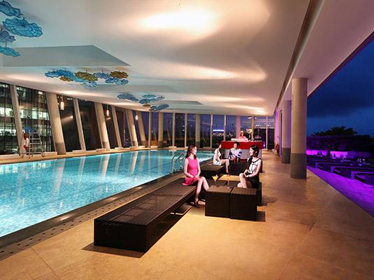 泳池:去浦东香格里拉大酒店全新露天酒廊ikandy享受泳池狂欢